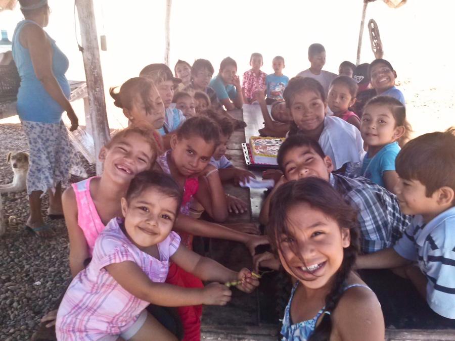 Essensausgabe für die Kinder